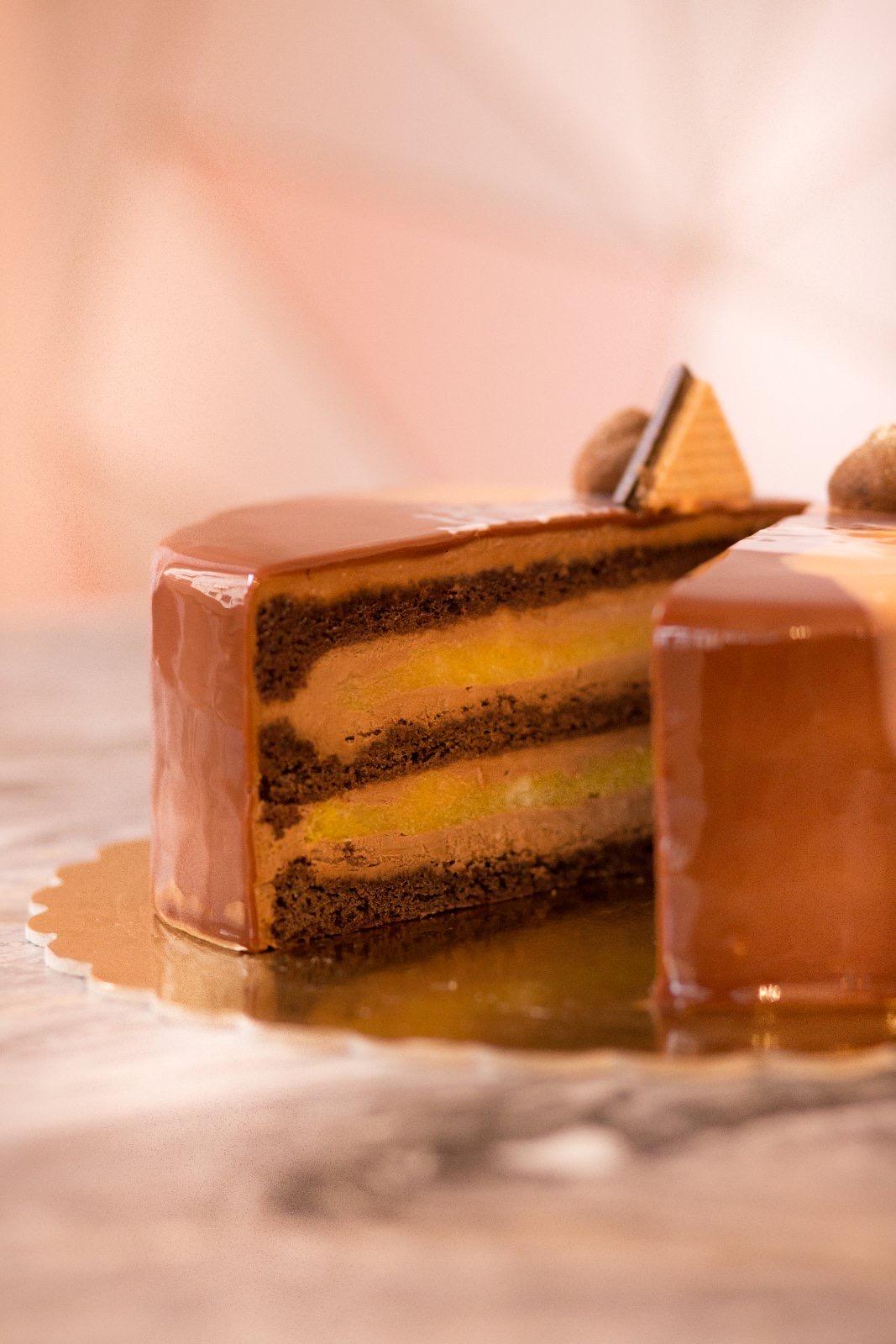 Brownie s pomerančovým krémem a krémem z hořké čokolády