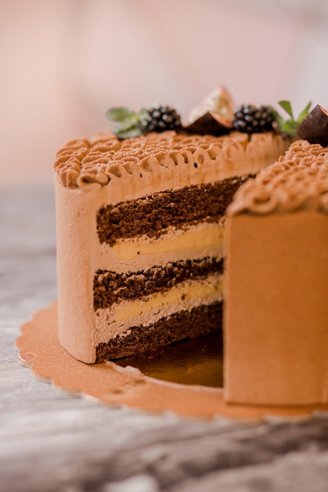 Čokoládový dort s marakuji a krémem z mléčné čokolády